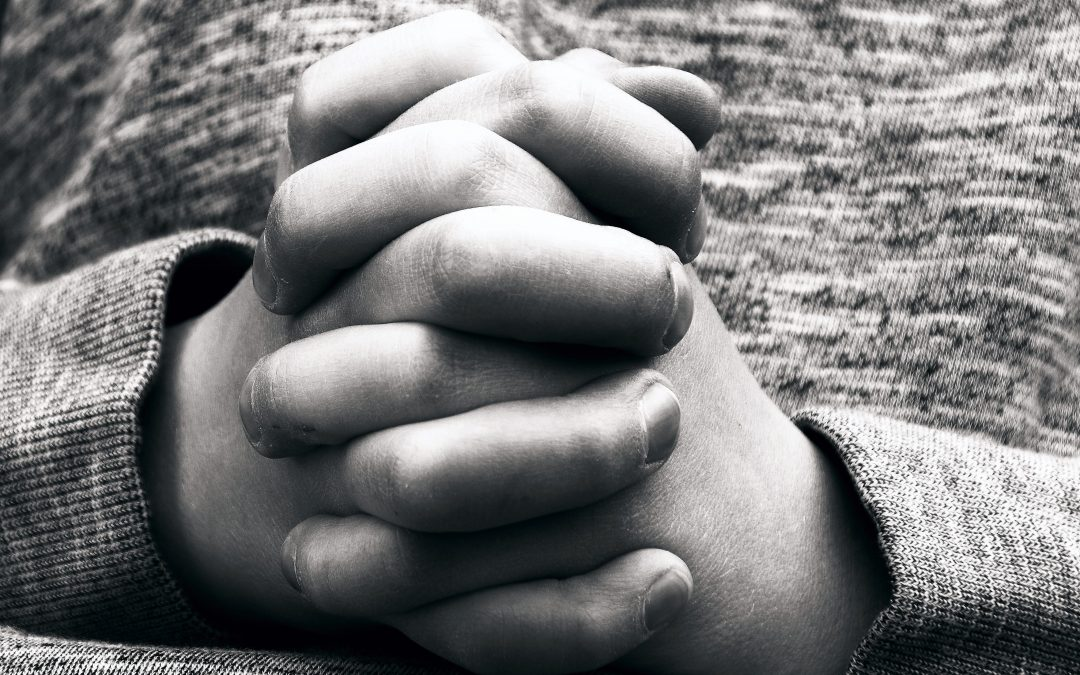 praying_hands_of_a_child